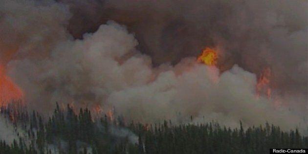 Les feux de forêt continuent au nord du 49e parallèle, mais sont