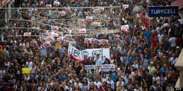Turquie: la police disperse des manifestants sur la place