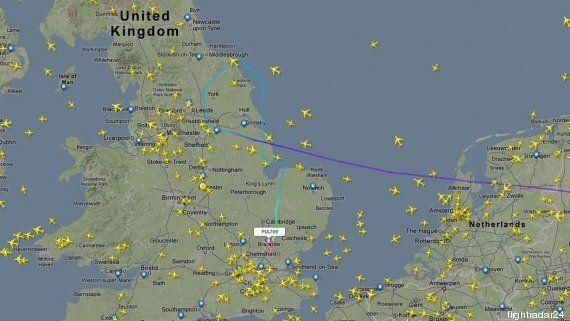 Un avion de ligne pakistanais dérouté par un jet de la RAF se pose à Londres, deux personnes