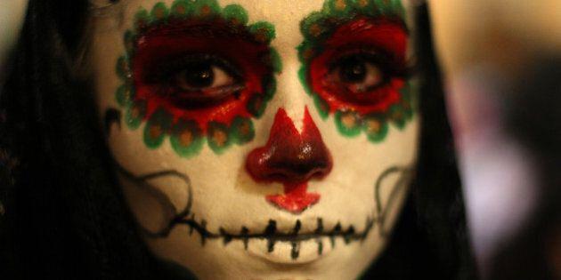 Grands honneurs à la femme squelette de Mexico pour la fête des