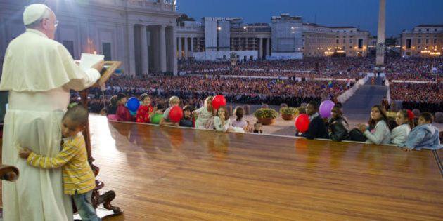 Le pape François se fait voler la vedette par un petit