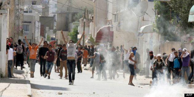 Un manifestant tué à Tunis dans les heurts avec la