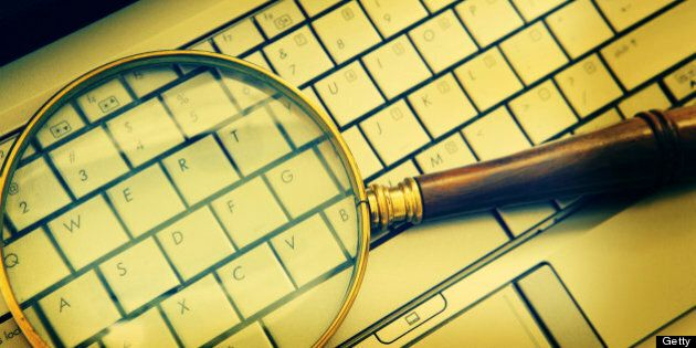 Une coalition porte plainte contre la surveillance électronique de la