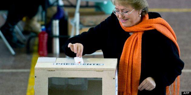Élections primaires au Chili: victoire écrasante de Bachelet à gauche, la droite au coude à