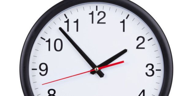 round office clock shows