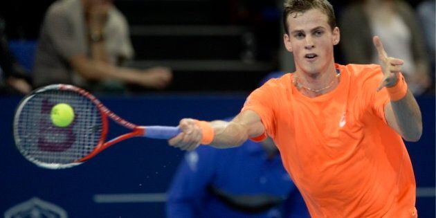 Federer défait Pospisil en demi-finale au tournoi de Bâle, en