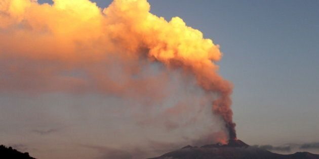 L'éruption du mont Etna entraîne la fermeture de l'espace aérien à Catane, en