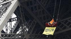 Greenpeace sur la tour Eiffel pour défendre ses militants