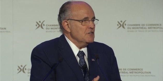 L'ex-maire de New York Rudolph Giuliani s'adresse aux candidats à