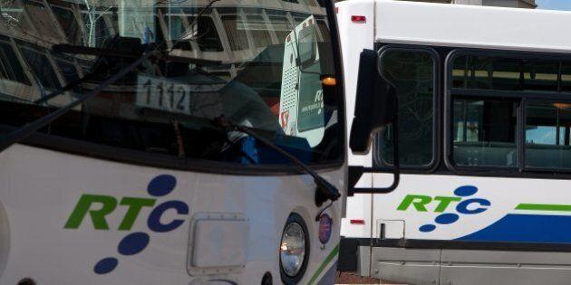 Transport en commun : une pétition de 6531 noms déposée à l'hôtel de ville de