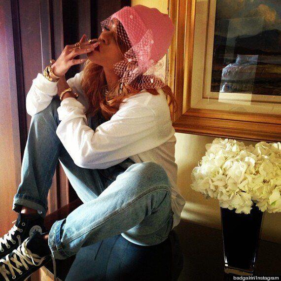 Rihanna pose avec des joints lors d'un voyage à