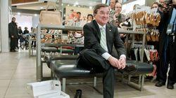 Flaherty se sert de ses souliers neufs pour écraser des bottines à cap