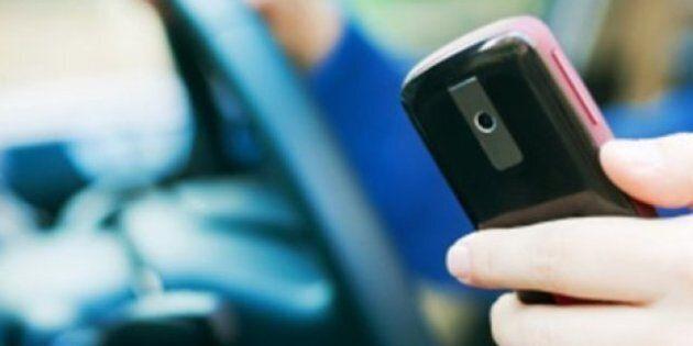 Cellulaire au volant : un coroner réclame 9 points