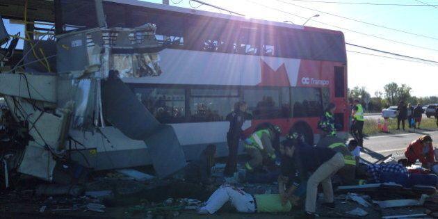 En photos: accident entre un train VIA Rail et un autobus de OC Transpo à