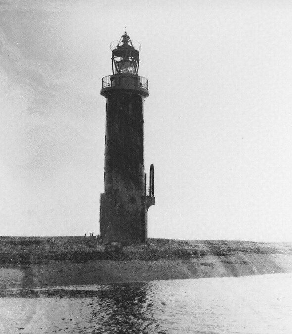 建設翌年の1938年に撮影された貝殻島灯台(郵政博物館所蔵)