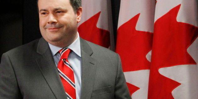 Le ministre Kenney étudie comment déporter un individu sans nationalité