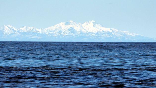 クルーズ船から撮影した国後島