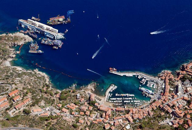 Concordia: le redressement du navire commence sur l'île du Giglio (VIDÉO EN