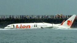 Un avion rate la piste à