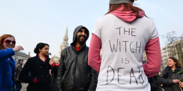 Londres: des opposants à Thatcher célèbrent la mort de la «Dame de