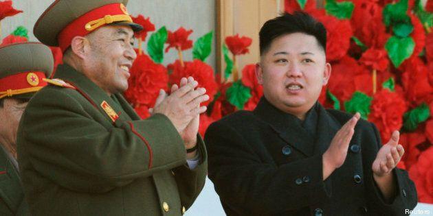 Corée du Nord: Kim Jong-Un offre des exemplaires de Mein