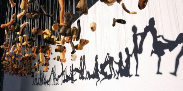 Des scènes érotiques à partir de poupées démembrées : le Shadow Art selon Bohyun