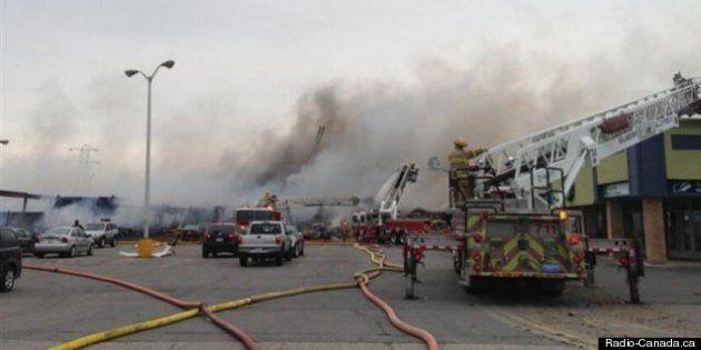 Violent incendie dans un centre commercial à