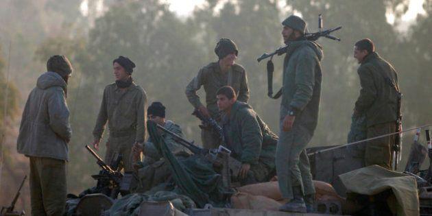 ISRAEL/GAZA BORDER - ISRAEL - NOVEMBER 20: (ISRAEL OUT) Israeli soldiers prepare their weapons in a deployment...