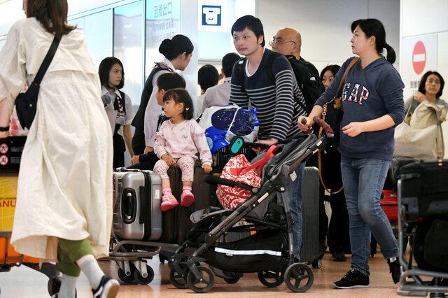 各地でUターンラッシュ 帰りの飛行機や新幹線は混雑つづく