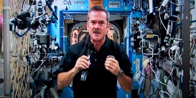 Le «capitaine Kirk» discute avec l'astronaute canadien Chris