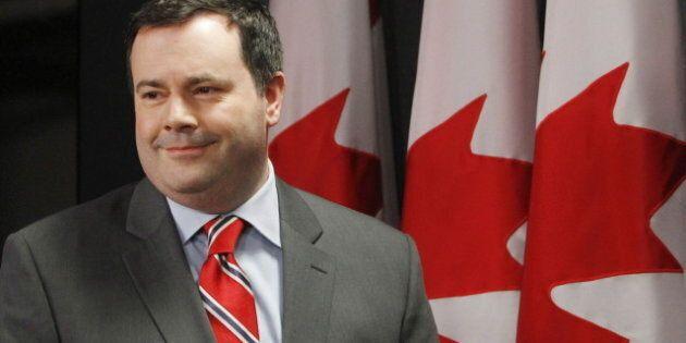 Le ministre Jason Kenney défend sa visite dans un camp de réfugiés