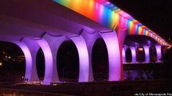 Un pont aux couleurs de l'arc-en-ciel pour la légalisation du mariage