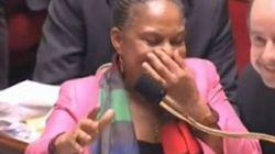 La ministre de la Justice française prise d'un fou rire à l'Assemblée