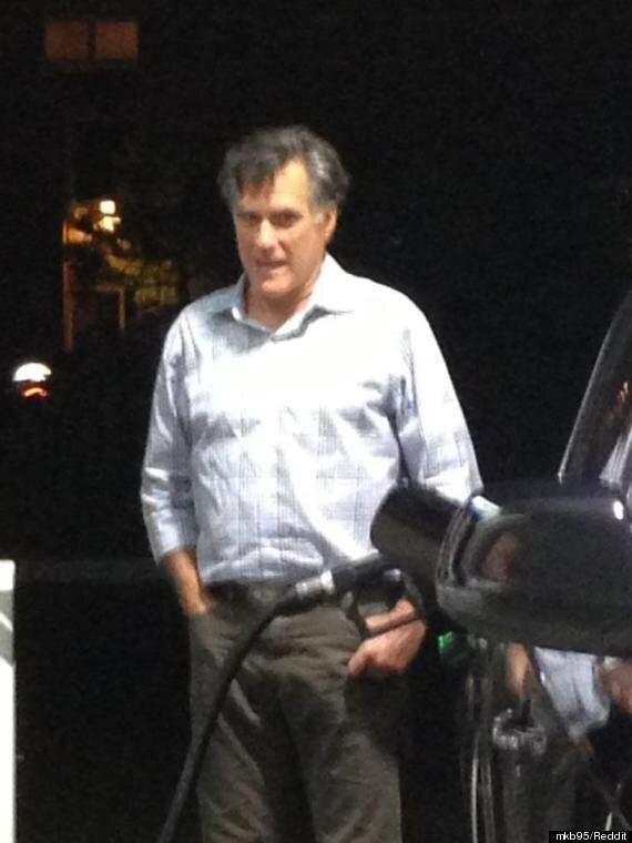 Mitt Romney, lessivé, pris en photo en train de faire le plein d'essence