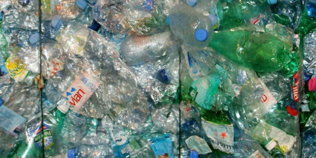 Bouteille en plastique interdite dans une petite ville des