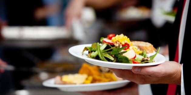 Pourquoi mangeons-nous trop? 7 bonnes