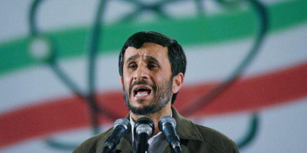 Le sénateur John McCain compare Mahmoud Ahmadinejad à un singe sur