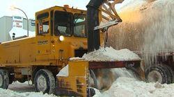 Chargement de neige suspendu à Montréal à cause d'autres