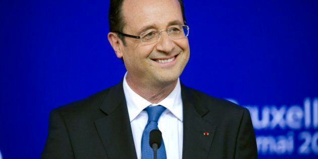 Un site Web dédié à la cravate croche de François Hollande