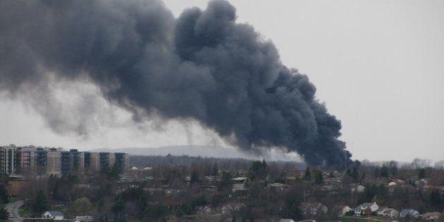 L'usine Neptune de Sherbrooke subit une explosion suivie d'un incendie majeur