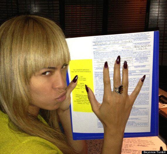 Vie de stars: Beyoncé pose un geste illégal et se prend en photo alors qu'elle vote