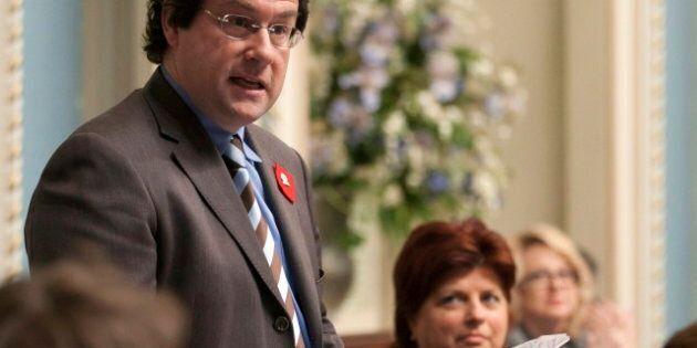 Drainville dépose son projet de loi pour abaisser les contributions