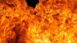 Un immeuble à logements ravagé par les flammes à