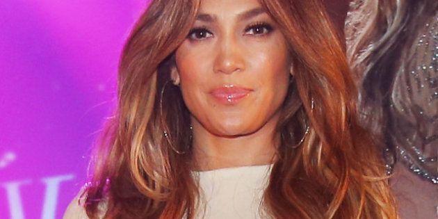 Jennifer Lopez: son pantalon blanc a de vieilles taches brunes bizarres...