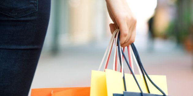 La mise de côté revient à la mode chez les marchands en vue des achats de Noël