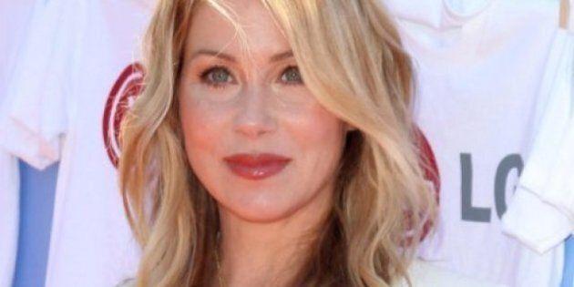Christina Applegate s'ennuie de sa poitrine, suite à son cancer du sein et à sa double mastectomie