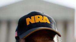 Newtown: la NRA propose de placer un policier armé devant chaque