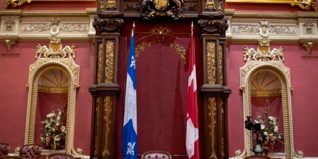 Vote sur le drapeau canadien: il va rester au salon