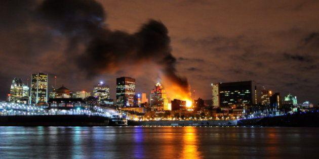 Un édifice en rénovations du Vieux-Montréal est la proie des flammes