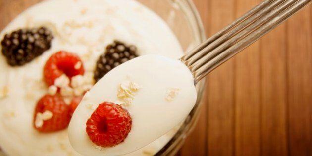 Le yogourt grec, meilleur pour la santé? Une nutritionniste se